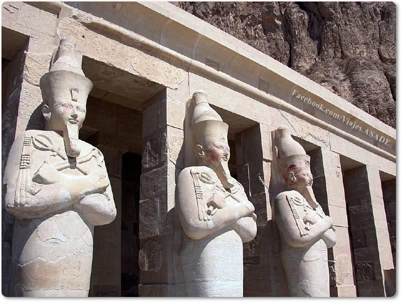 📷 Estatuas en Deir el Bahari