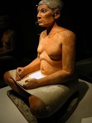Escriba. Caliza, alabastro y cristal de roca. Imperio Antiguo. Museo del Louvre. Saqqara E3023